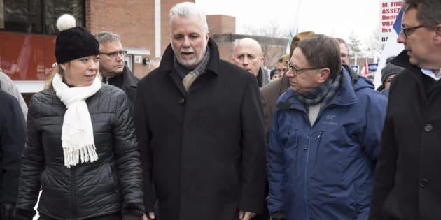 Plusieurs politiciens ont pris part à une marche soutenant Davie et ses travailleurs dimanche.