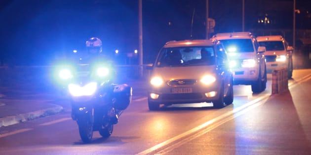 Des policiers français escortent un convoi de Fleury-Mérogis à Bruxelles, potentiellement celui de Salah Abdeslam, le 5 février.