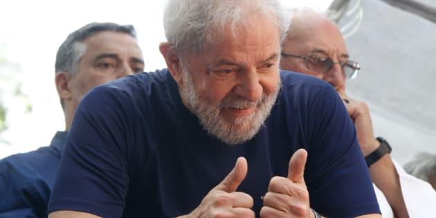 Candidatura de ex-presidente Lula é oficializada em convenção nacional do PT.
