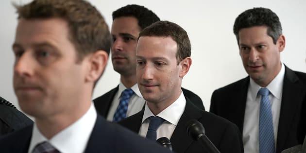 Mark Zuckerberg (centre)