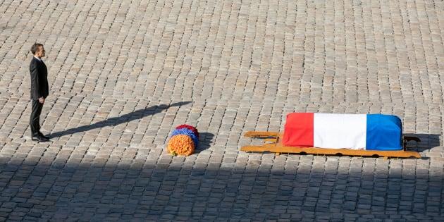 Emmanuel Macron lors de l'hommage national à Charles Aznavour aux Invalides le 5 octobre