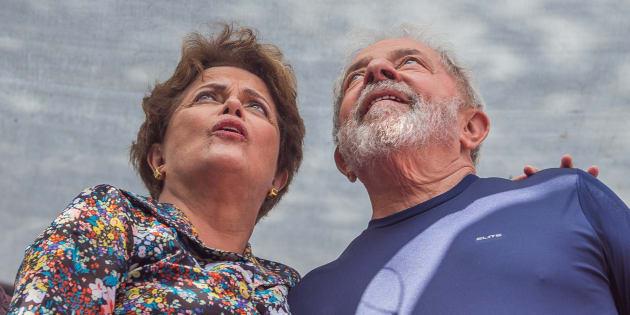 Dilma Rousseff y Luiz Inacio Lula da Silva, el pasado abril, durante una misa en recuerdo de la esposa del expresidente, en Sao Bernardo do Campo.