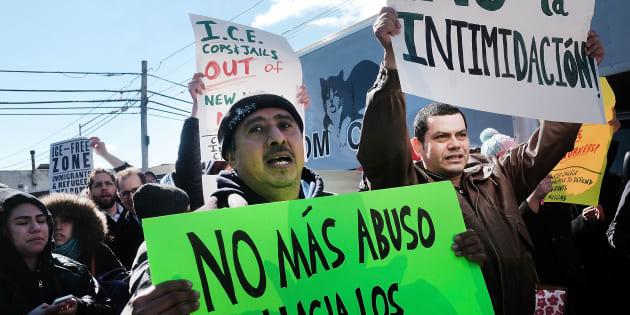Les travailleurs immigrés aux Etats-Unis manifestent contre le décret anti-immigration de Trump.