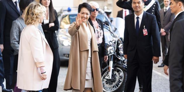 """Guardaroba nazionalista per la signora Peng, la """"Grande"""