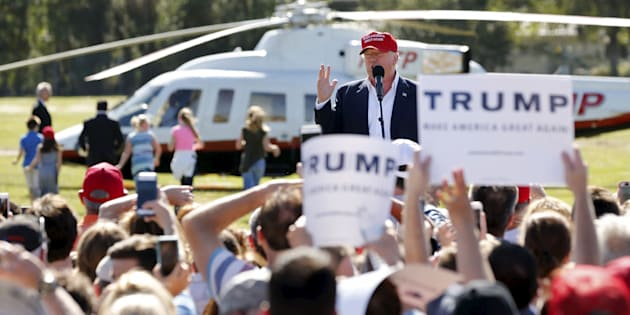 U.S. Republican presidential candidate Donald Trump speaks after arriving in his helicopter as a group of children race towards it for ride during a rally in Sarasota, Florida November 28, 2015.  REUTERS/Scott Audette