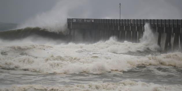 """El huracán Michael, considerado """"extremadamente peligroso"""", se apresta a golpear la costa de Florida, en estado de emergencia y donde miles de habitantes fueron llamados a desalojar sus casas."""