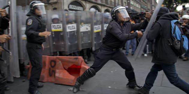 Enfrentamiento entre granaderos y civiles el 10 de junio de 2013.