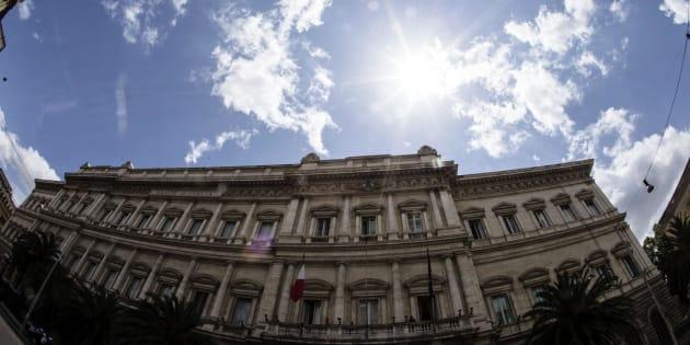 """""""Torna a rafforzarsi il legame banche-debito Italia"""". L"""