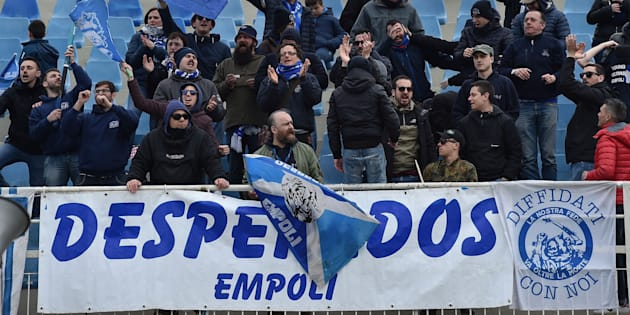 PESCARA, ITALY - MARCH 25:  Fans of Empoli FC celebrate the victory after the serie B match between Pescara and Empoli FC at Adriatico Stadium on March 25, 2018 in Pescara, Italy.  (Photo by Giuseppe Bellini/Getty Images)