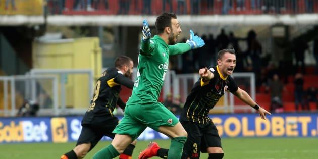 Un but de son gardien à la 95e minute et cette équipe italienne marque le 1er point de sa saison