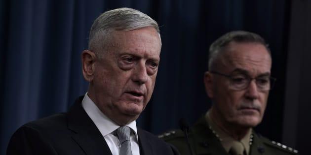 シリアに対する軍事作戦について語るマティス国防長官=4月13日、アメリカバージニア州の国防総省