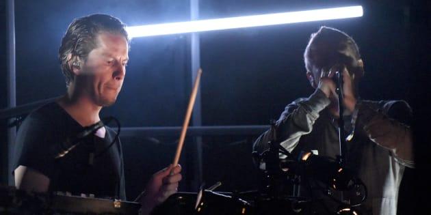 Accusé de plusieurs viols, le batteur de Sigur Rós quitte le groupe.
