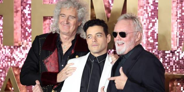 """À la première de """"Bohemian Rhapsody"""" à Wembley, les membres de Queen et leurs interprètes ont fait le show."""