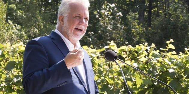 Le chef libéral Philippe Couillard a livré un discours devant les candidats de sa formation, lundi, à Scott, en Beauce.