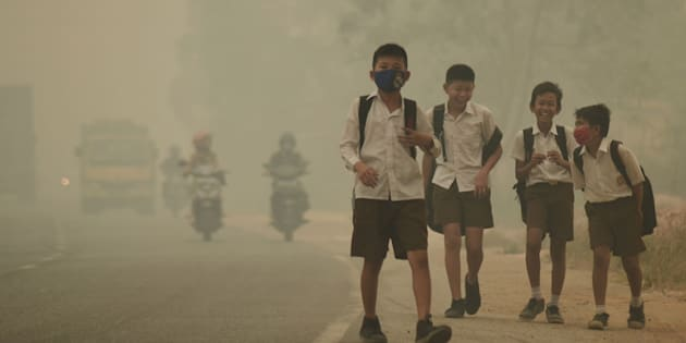 Students walk along a hazy street in Jambi, Indonesia, onSept. 29, 2015. TheWorld Meteorological Organization reported Monday that carbon concentrations surpassed 400 parts per million last year for the first time.