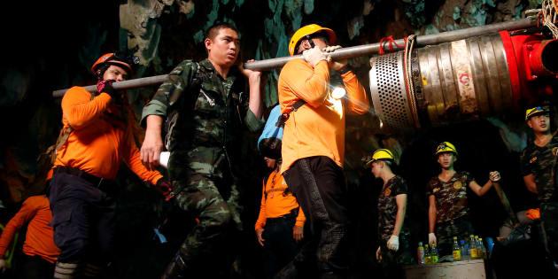 Operação de resgate na caverna de Tham Luang, na Tailândia.