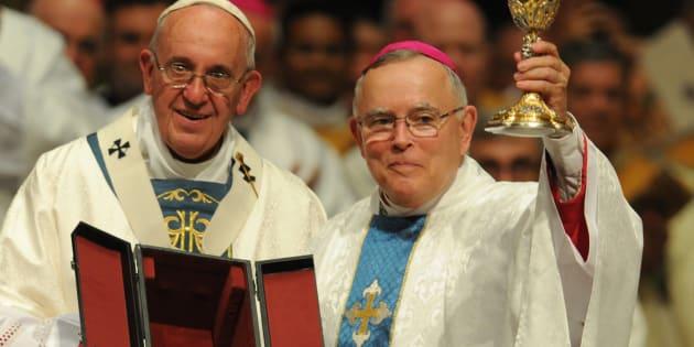 Le pape François 1er et le Mrg Charles Chaput.