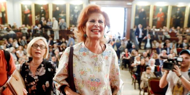 Carmen Alborch, a su llegada al acto en el que recibió la medalla de la Universitat de València.