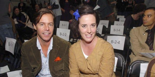 夫と一緒にファッション関係の集まりに参加したケイト・スペードさん(右) September 15, 2006 in New York City. (Photo by Gustavo Caballero/Getty Images)