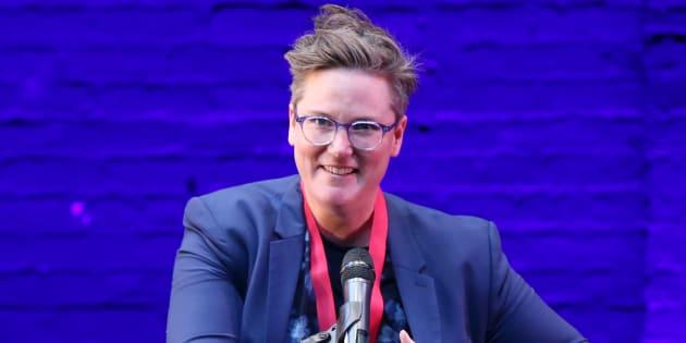 Hannah Gadsby en el escenario de los Premios LILLY, en el Teatro Minetta Lane de Nueva York, el 21 de mayo de 2018.