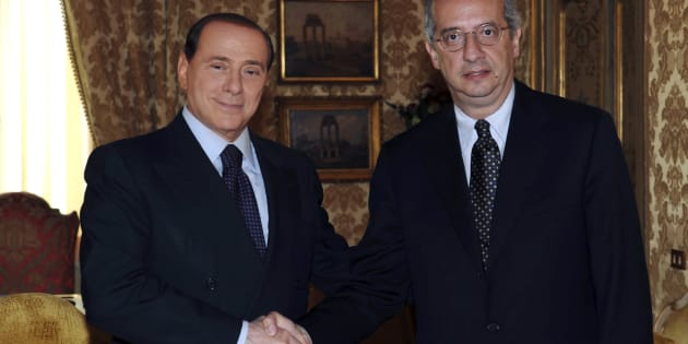 Italy's Prime Minister Silvio Berlusconi (L) shakes hand with centre-left opposition leader Walter Veltroni during a meeting at Chigi palace in Rome May 16, 2008. Reuters/Livio Anticoli/Pool   (ITALY)