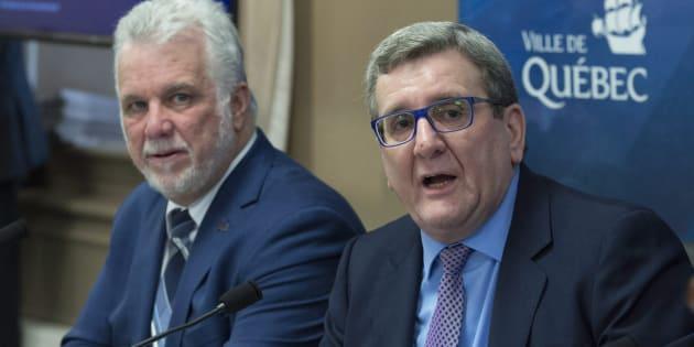 Philippe Couillard et Régis Labeaume, lors de la présentation du projet de transport en commun structurant, le 16 mars dernier.