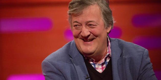 """Ça y est, j'ai dit le mot en c-"": Opéré d'un cancer de la prostate, Stephen Fry va ""bien"""