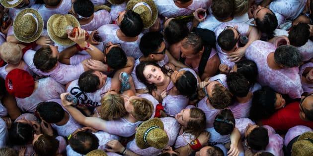 Asistentes de la fiesta de San Fermín en Pamplona, España, el 6 de julio de 2015.