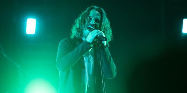 Segundo o site britânicoNME, a última música que Cornell cantou no palco foiSlaves & Bulldozers(do álbumBadmotorfinger, 1991).