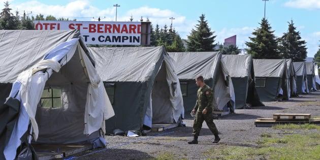 Il y a un an, le 12 août 2017, le camp des migrants temporaire érigé à Lacolle était agrandi par les forces militaires.