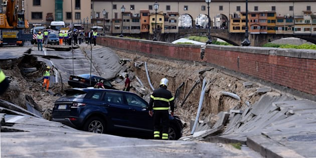 A road in central Florence collapsed on Wednesday, causing some 20 cars to fall into a ditch andcutting off water supply to parts of the city.