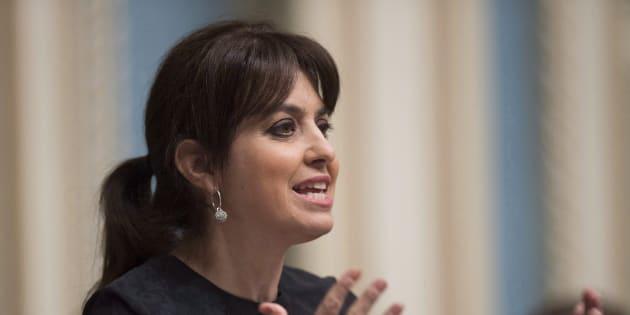 La porte-parole du PQ sur les questions reliées à la famille, Véronique Hivon a dénoncé le choix de Québec de faire en sorte d'annuler la différence de coûts entre le CPE et la garderie privée non subventionnée.