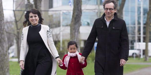 Véronique Hivon avec sa fille Iris Prégent-Hivon et son mari Jacques Prégent, 9 mai 2016.