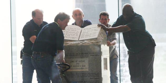 Les États-Unis s'écharpent sur les Dix Commandements dans les écoles comme la France sur les crèches dans les mairies