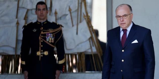 Le gouvernement de Bernard Cazeneuve annonce officiellement sa démission.