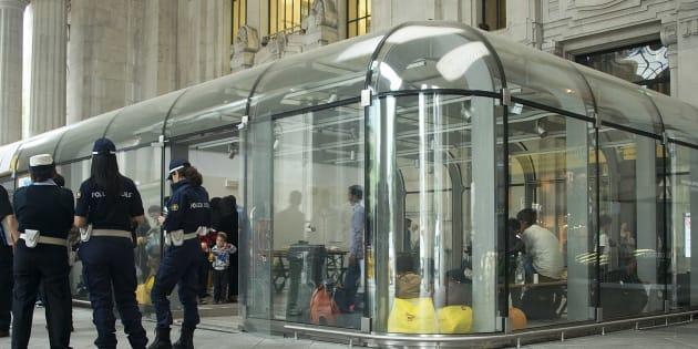 Agente e soldato aggrediti in stazione Centrale a Milano