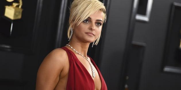 Bebe Rexha, en la alfombra roja de los Grammy.
