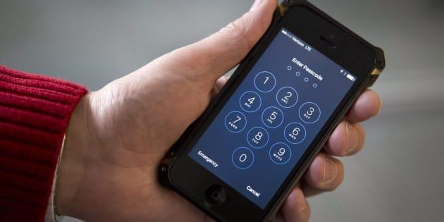 Les douaniers fouillent les téléphones des voyageurs avec une régularité croissante.