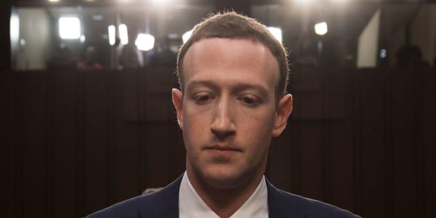El fundador y CEO de Facebook, Mark Zuckerberg, testifica luego de un descanso en el Comité de Comercio, Ciencia y Transporte en el Senado de EU, en una audiencia conjunta del Comité Judicial en el Capitolio, el 10 de abril de 2018.