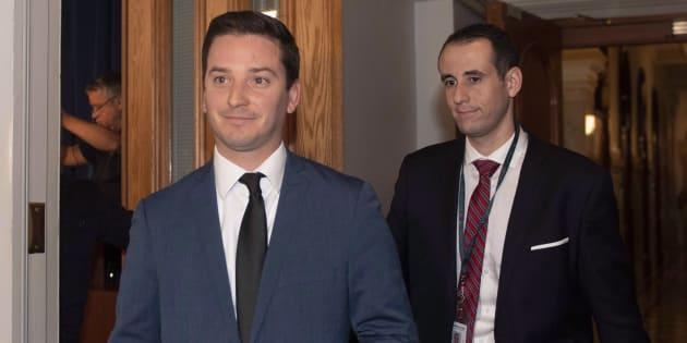 Simon Jolin-Barrette (à gauche) est non seulement chargé de négocier avec Ottawa pour la baisse des seuils d'immigration, mais il devra aussi superviser les travaux de la charte sur la laïcité. En plus de gérer les affaires du caucus.