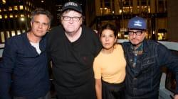 Michael Moore porta il pubblico di Broadway a protestare sotto la Trump