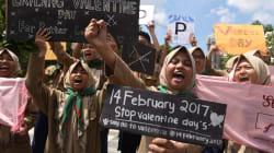 Algunas ciudades de Indonesia prohíben la celebración del Día de San