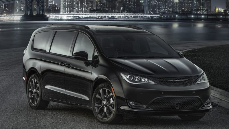 murdered out minivan 2018 chrysler pacifica gets new s package autoblog. Black Bedroom Furniture Sets. Home Design Ideas