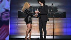 Beyoncé remet un prix à Colin