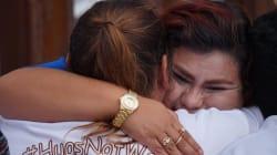 FOTOS: Familias separadas 'tiran' muro con