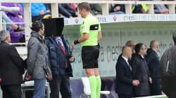 L'arbitro nega il rigore alla Spal, la curva della Fiorentina prende in giro