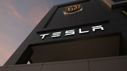 Tesla annuncia l'apertura di una
