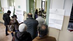 File ai seggi, non è la prima volta in Italia. Il precedente del 2001: la chiusura dopo le 23 per smaltire le
