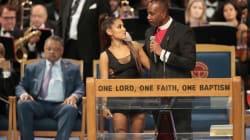 Il pastore tocca il seno di Ariana Grande durante i funerali di Aretha Franklin: costretto a