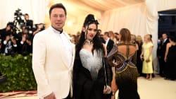 Qui est Grimes, la chanteuse apparue au bras d'Elon Musk au Gala du